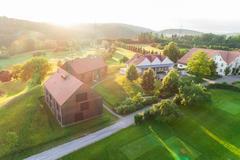 """Vorschaubild für Stock Bild """"img-20180607-202536-aerialstock-golfplatz-kyburg-winterthur-00021"""""""