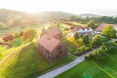 """Vorschaubild für Stock Bild """"img-20180607-202543-aerialstock-golfplatz-kyburg-winterthur-00022"""""""
