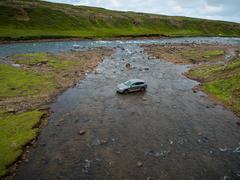 """Vorschaubild für Stock Projekt """"Island: Audi Q7 Offroad im Bach"""""""